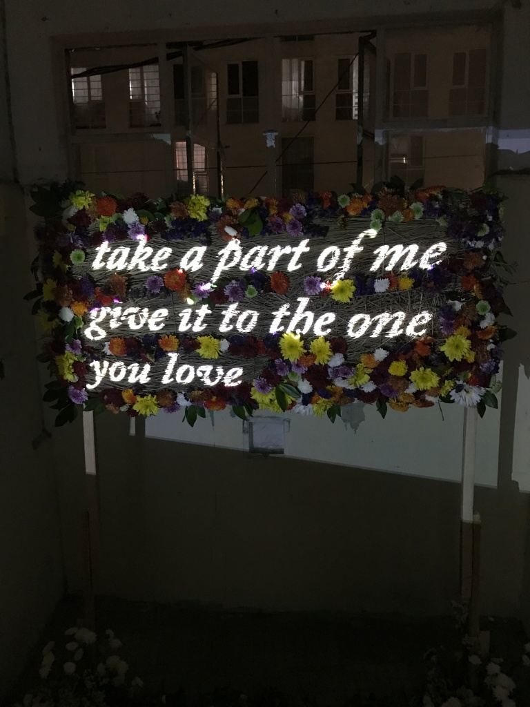 Anonymous, Untitled (Take a part of me give_ it to the one you love) (2017). Flowers, 40 x 70 cm. Courtesy of the artist. Photography by Manuel Pereyra