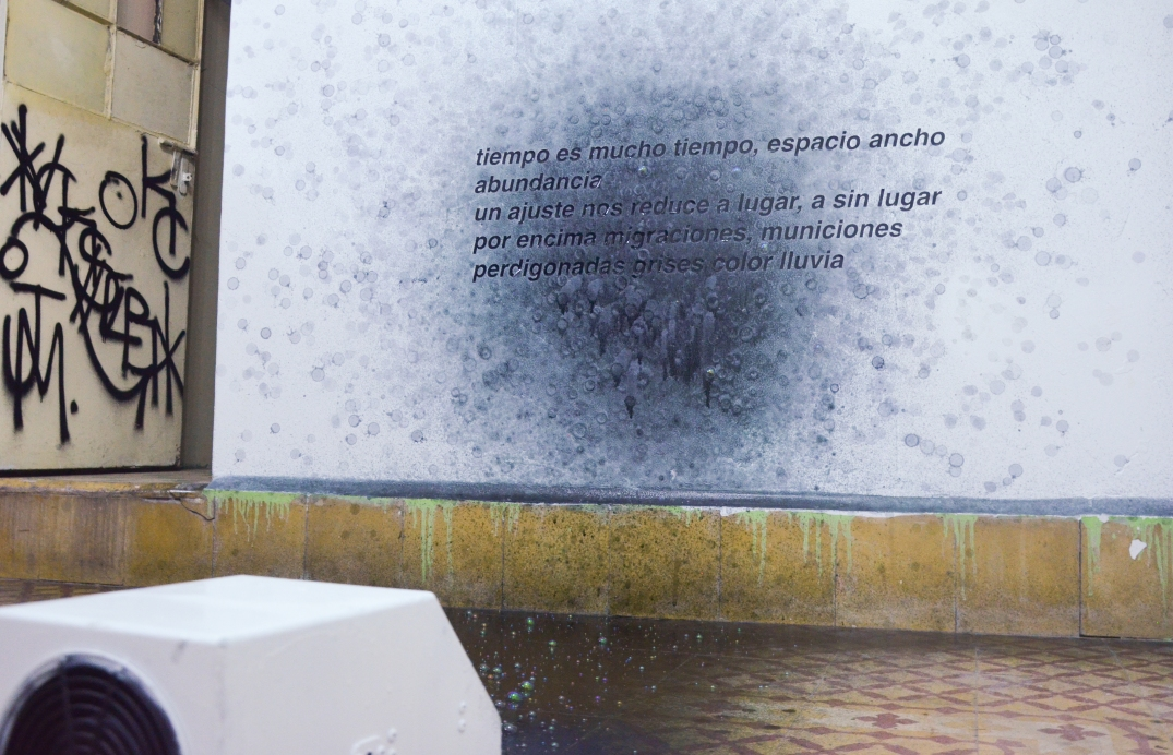 huber.huber, Schatten Der Vargagenheit (2009). Bubble machine with ink, dimensions variable. Courtesy of the artist. Photography by Manuel Pereyra